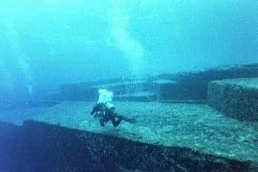 Las Pirámides bajo el agua. Pir%C3%A1mides%2Bde%2Bjapon1