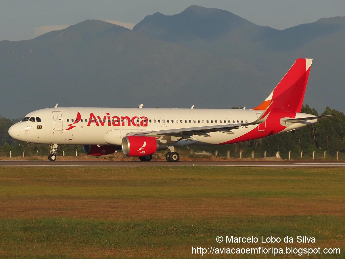 Nova pintura da Avianca Brasil em FLN IMG_4612