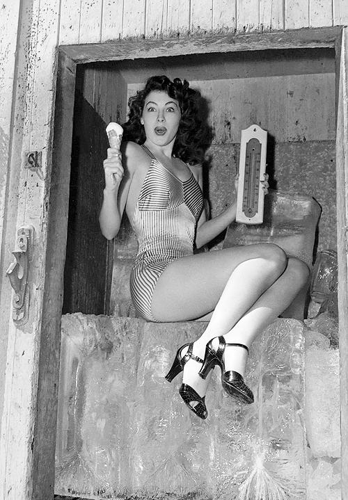 Imagenes cinéfilas - Página 3 Ava_garner_1944