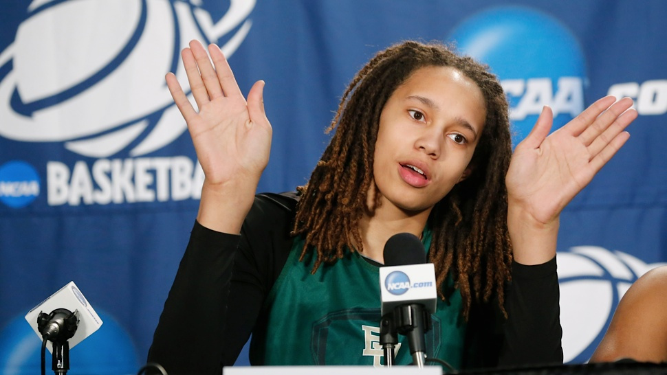 "Sport Science report: female with hand size 9.0'' x 9.5'' & wingspan 7'3.5""... profession??? Griner.2013"