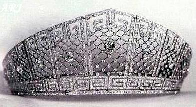 تيجان ملكية  امبراطورية فاخرة 0831-3-princess-sophie-prince-friedrich-royal-wedding-celebrity-weddings_we