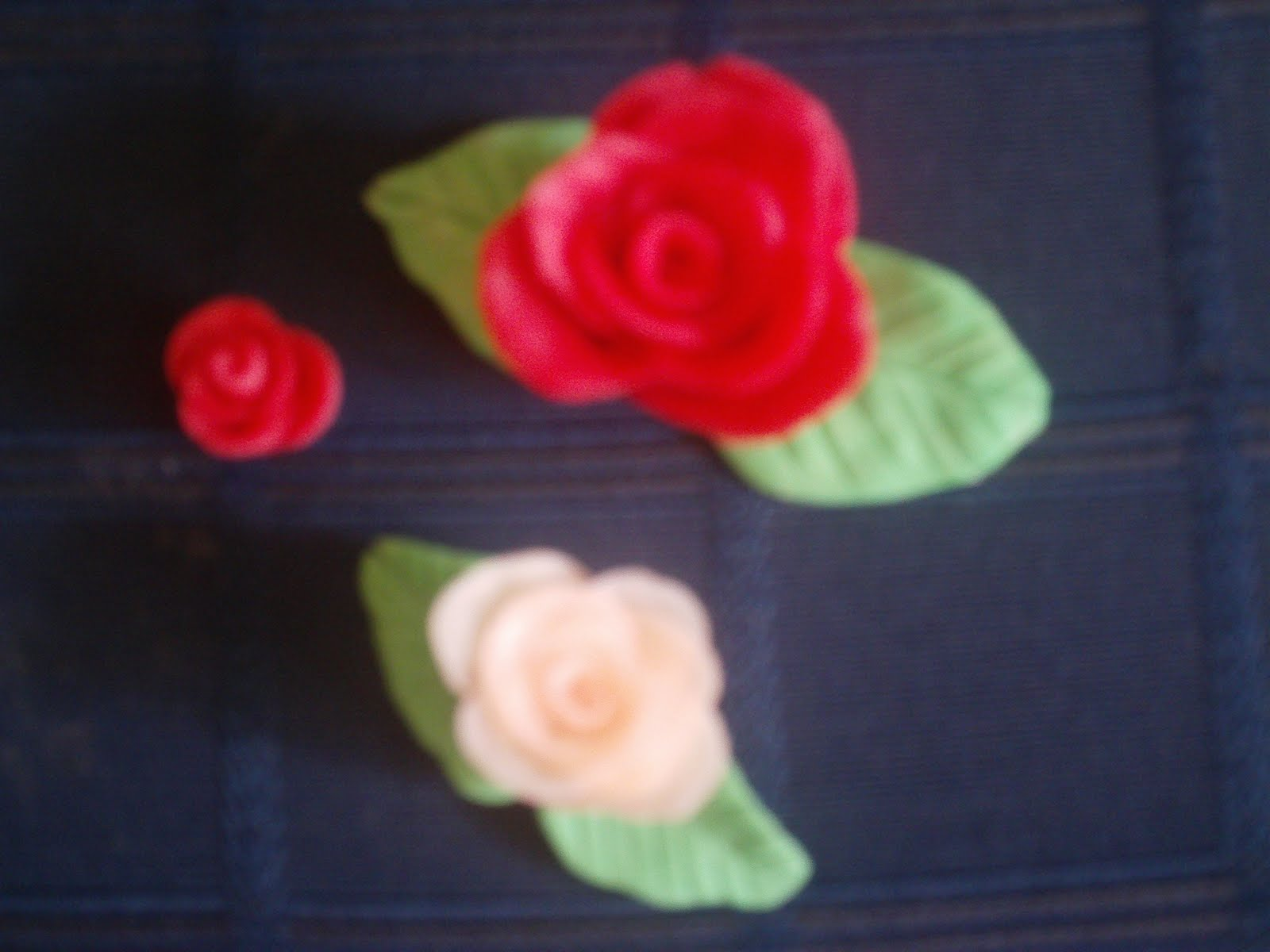 Roselline - la mia prima creazione con la pasta di mais IMAG9242