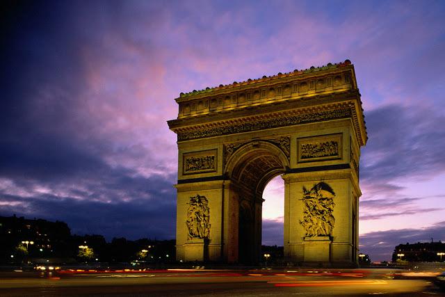 Francuska Arc_de_Triomphe_at_Evening%252C_Paris%252C_France
