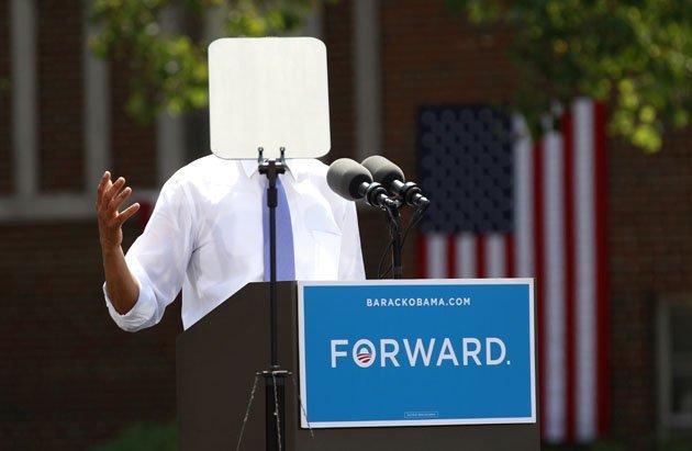 الصور الأكثر كوميدية للسياسيين العالميين لعام 2013 Top-politics-offbeat-photos-211212-630-11-JPG-093857-jpg_213103