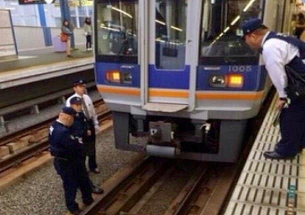Varias personas aseguran que una mujer desaparecio antes de suicidarse en una estación de tren en Japón Tren1
