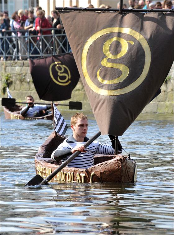 الإبحار في قوارب من الشوكولاتة بجنوب فرنسا  Choco_boat7