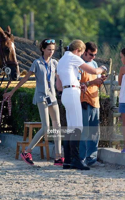 ¿Cuánto mide la Infanta Elena de Borbón? - Altura 482192410