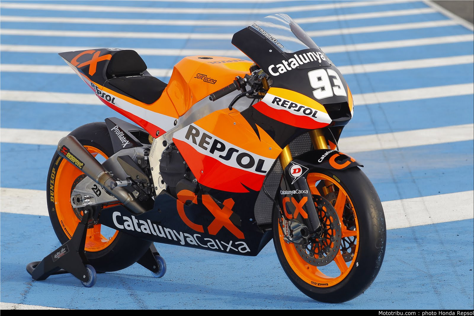 Machines de courses ( Race bikes ) - Page 6 Suter%2BMMX%2BMarquez%2B2011%2B01