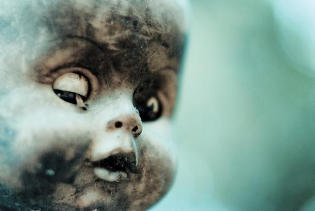 رعب على ارض الواقع في  جزيرة الدمي المشوهه  Island-of-dolls-3%5B5%5D
