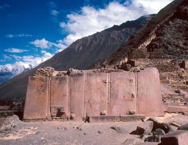 Can someone explain just how Ollantaytambo was built thousands of years ago?  700_d402afb9fd457a43558f491d632eb7dd