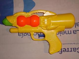 Cómo hacer una pistola steampunk de un juguete de los chinos Steampunk%2B1