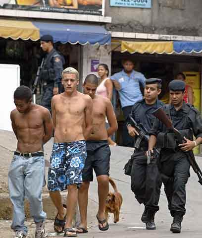 Brezil koup di mond, san pèp, grèv jeneral, lapolis an bandisyon Violencia-en-Rio
