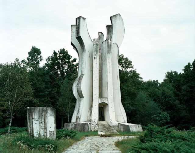 Construcciones abandonadas de la antigua URSS Spomenik_23