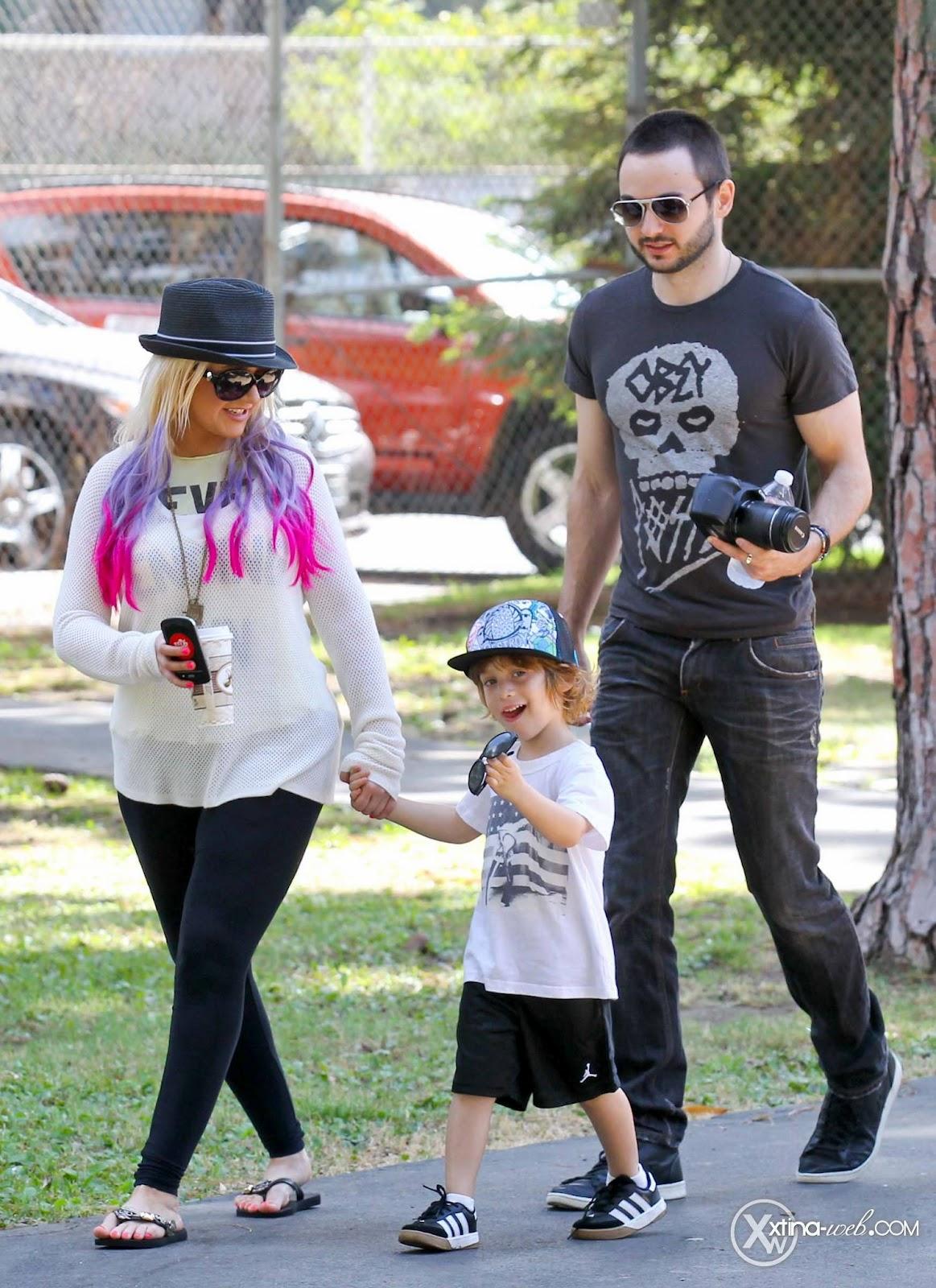 [Fotos] Christina, Max y Matt en Studio City (California) 7/10/2012 05