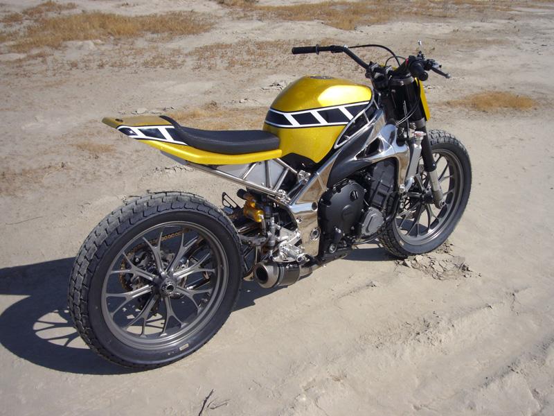 Le tracker de Kenny Roberts version 2011 Yamaha%2BR1%2BTracker%2Bby%2BGregg%2527s%2BCustoms%2B10