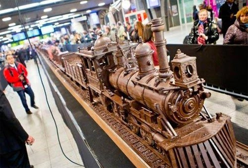 صنع أكبر قطار فى العالم من الشيكولاتة!  1