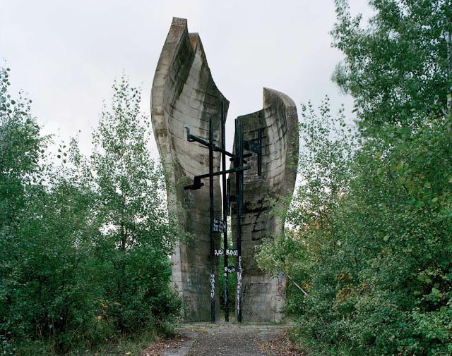 Construcciones abandonadas de la antigua URSS Spomenik_20