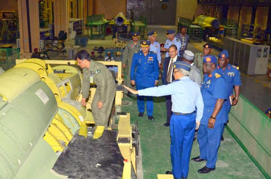Pakistan - Página 3 Assembly%2Bline%2Bof%2BPakistani%2BJF-17%2BBlock2%2Bfighters%2B4