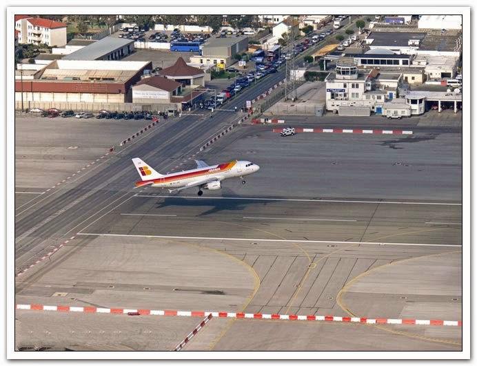 بالصور .. أغرب مطار مدني في العالم 1