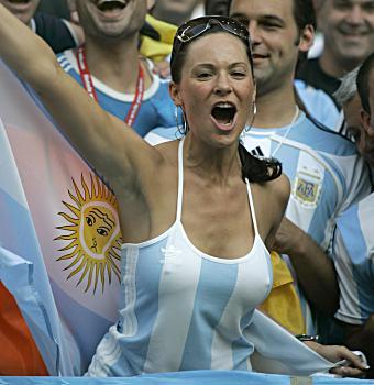 El topic del conflicto con Argentina - Página 2 Gir-football-fan-argentina-763029