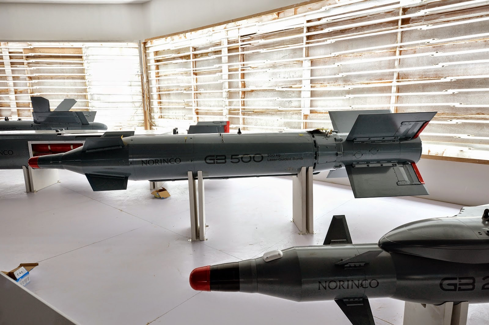 Zhuhai 2014 (11 au 16 Novembre) -  Airshow China 2014      Norinco%2BAir-Launched%2BWeapons%2Bat%2Bdisplay%2Bin%2BZhuhai%2B%2BNorinco%2BGB%2B500%2BLaser%2BGPS%2Bguided%2Bbombs1