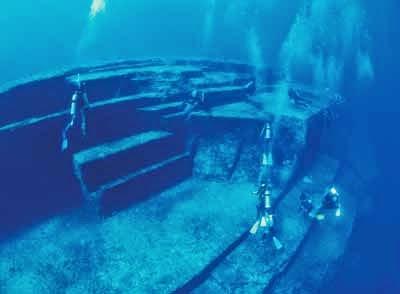 Las Pirámides bajo el agua. Pir%C3%A1mides%2Bde%2Bjapon2