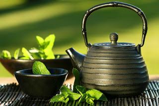 أفضل 10 علاجات عشبية في مطبخك Green_tea