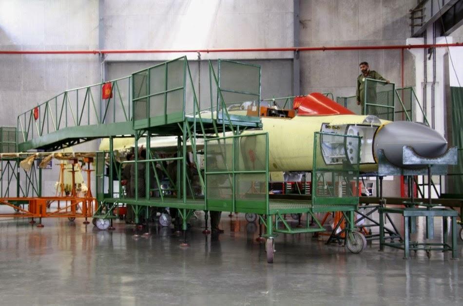 Pakistan - Página 3 Assembly%2Bline%2Bof%2BPakistani%2BJF-17%2BBlock2%2Bfighters%2B5