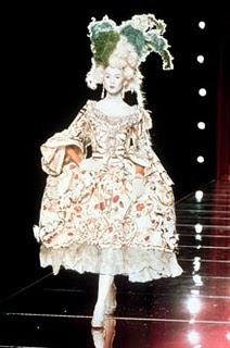 mode - Marie-Antoinette muse de la Mode  Tumblr_lslq4cDoER1qze6byo1_250