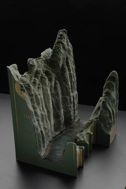 فن النحت على الكتب Landscapes-carved-into-books-guy-laramee-12