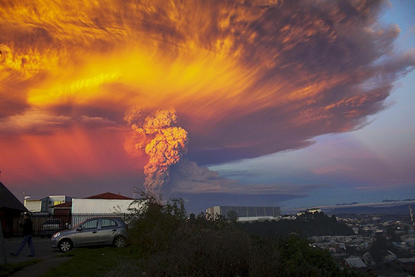 MONUMENTAL EARTH CHANGES: Surreal - Sunset Turns Massive Calbuco Eruption Into AMAZING SCENES! UPDATE: Second Explosion Even Stronger Than The First - Ash Reaches Up To 65,000 Feet High! Calcubo_volcano05
