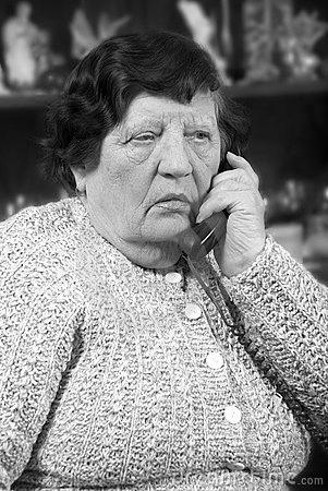 ΤΗΛΕΦΩΝΟ Elderly-woman-speaking-phone-12892957