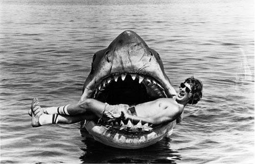 Le Saviez-vous ? Les attaques de requins... et les attaques d'humains Steven-spielberg-bruce-les-dents-de-la-mer-jaws
