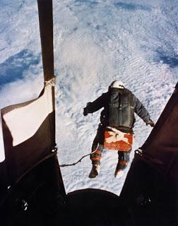 Parachutisme : Projet EXCELSIOR . Kittinger-jump