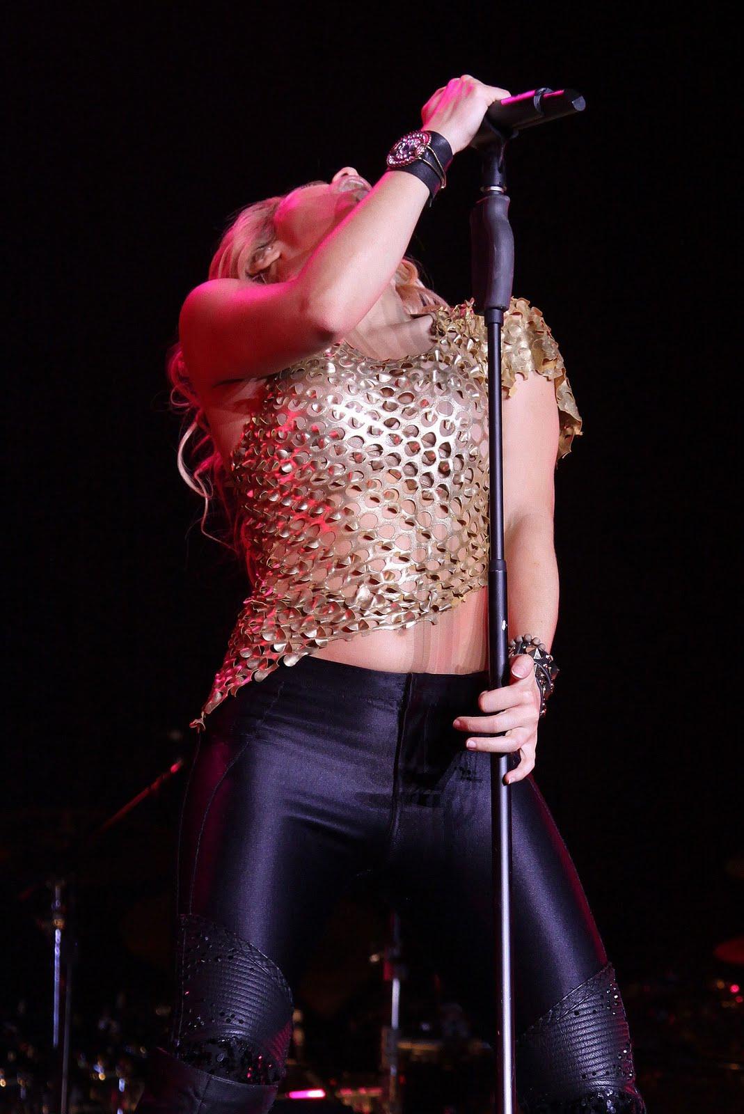 Galería » Apariciones, candids, conciertos... 78402_Shakira_PerformingliveinAssagoForuminMilanItalyMay32011_By_oTTo9_122_831lo