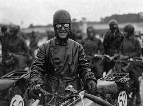 Le motard heureux. Hu048352