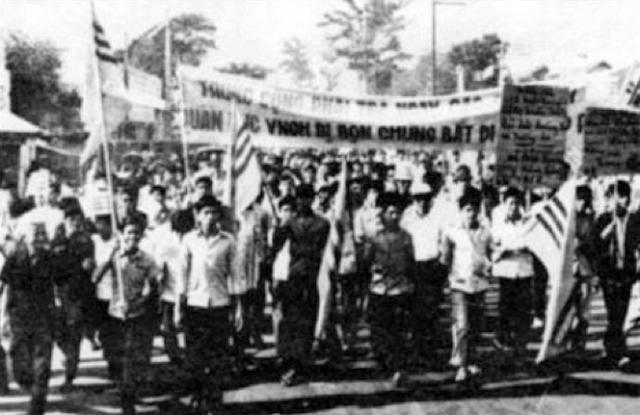 không - 42 tháng Tư và cuộc chiến không bom đạn Bieutinhsaigon001