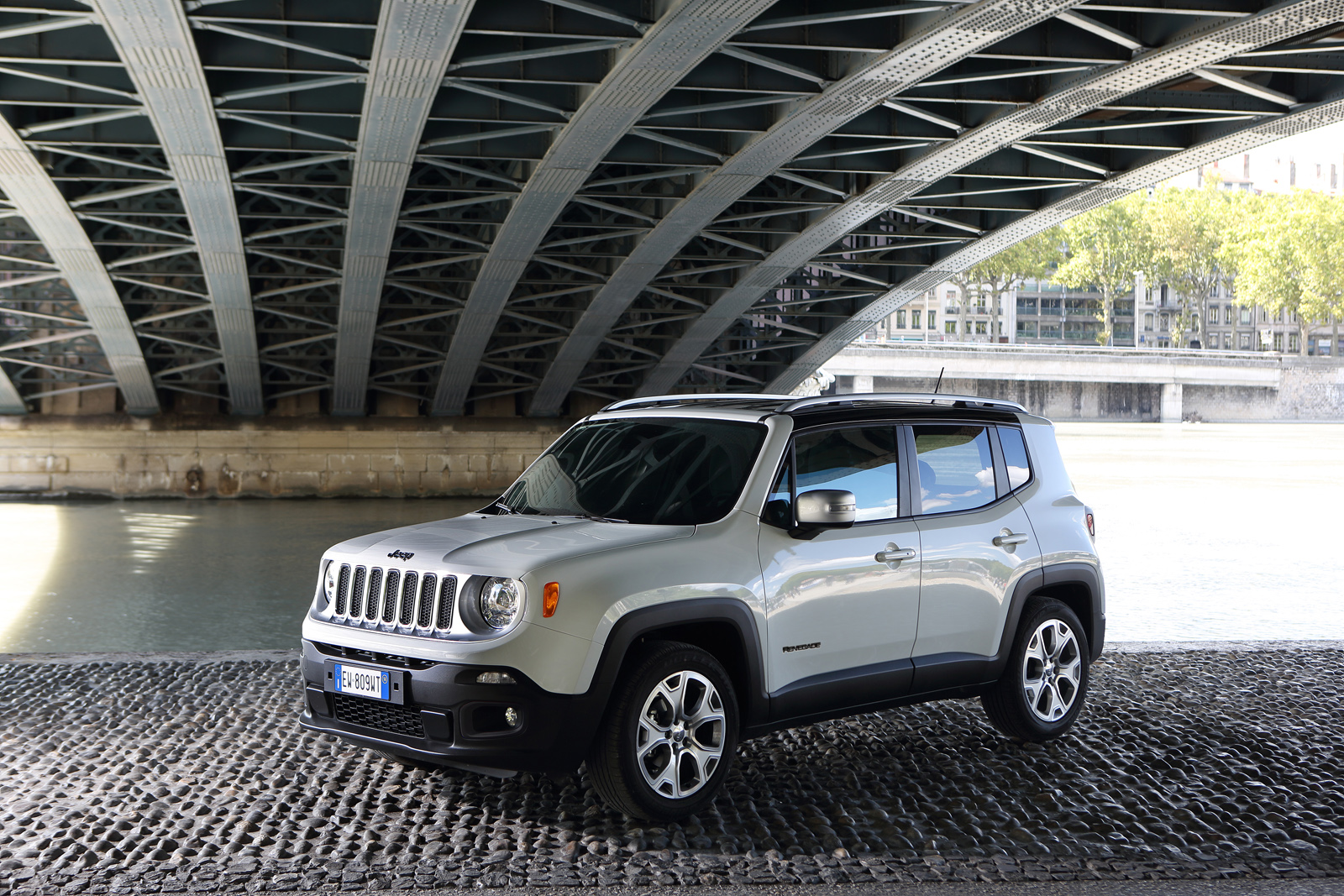 2014 - [Jeep] Renegade - Page 10 Jeep-Renegade-Limited-29