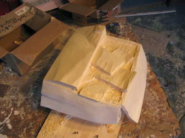 فنان يصنع النقود من الخشب 3