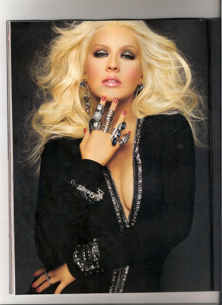 [Fotos+Video] Christina Aguilera en la portada de la revista Latina 2012 5