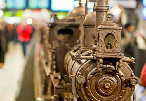 صنع أكبر قطار فى العالم من الشيكولاتة!  8
