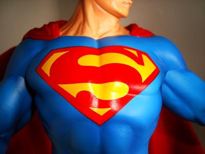 SUPERMAN  VINYL STATUE Superman-pvc-kotobukiya007-701234