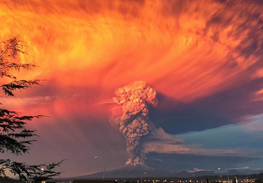 MONUMENTAL EARTH CHANGES: Surreal - Sunset Turns Massive Calbuco Eruption Into AMAZING SCENES! UPDATE: Second Explosion Even Stronger Than The First - Ash Reaches Up To 65,000 Feet High! Calcubo_volcano01