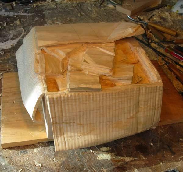 فنان يصنع النقود من الخشب 4