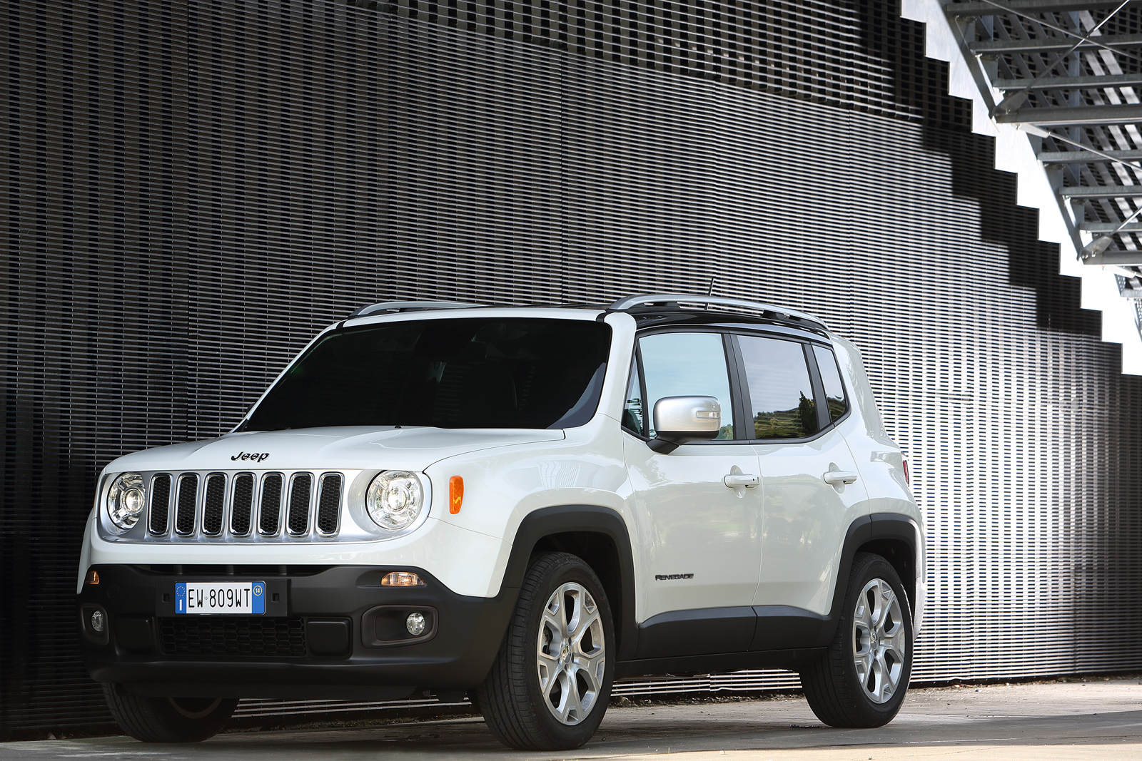 2014 - [Jeep] Renegade - Page 10 Jeep-Renegade-Limited-17