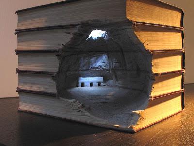 فن النحت على الكتب Landscapes-carved-into-books-guy-laramee-3