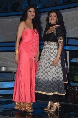 Ajay Devgan & Shilpa Shetty At Nach Baliye 5 Ajay-Devgan-Shilpa-Shetty-At-Nach-Baliye-5-Event-7
