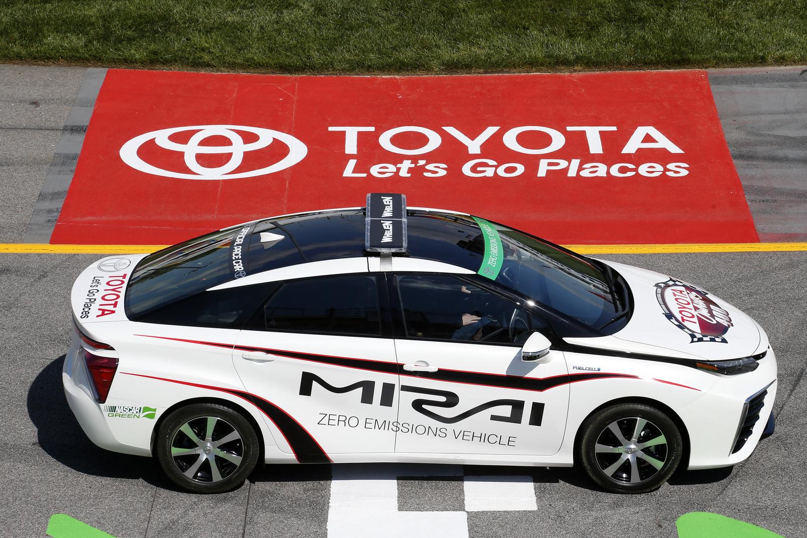 2015 - [Toyota] FCV / Mirai - Page 4 Toyota-Mirai-Pace-Car-3