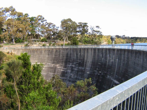The Whispering Wall of the Barossa reservoir and its amazing parabola sound effect  Whispering-wall
