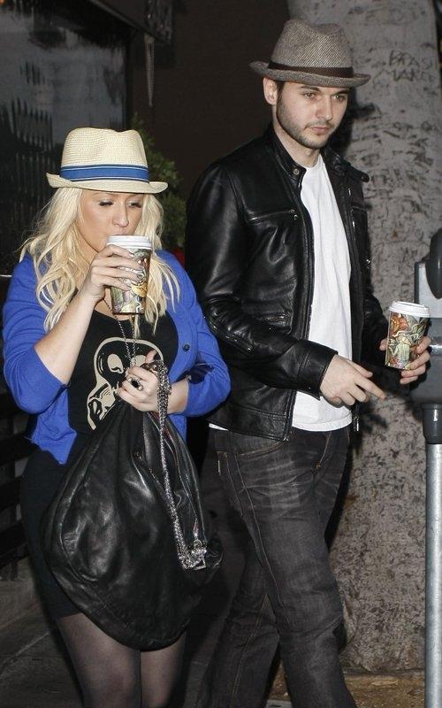 [Fotos+Video] Christina Aguilera y su Hermano yendo de Compras a Fred Segal (30/Mar/12) 1%257E94